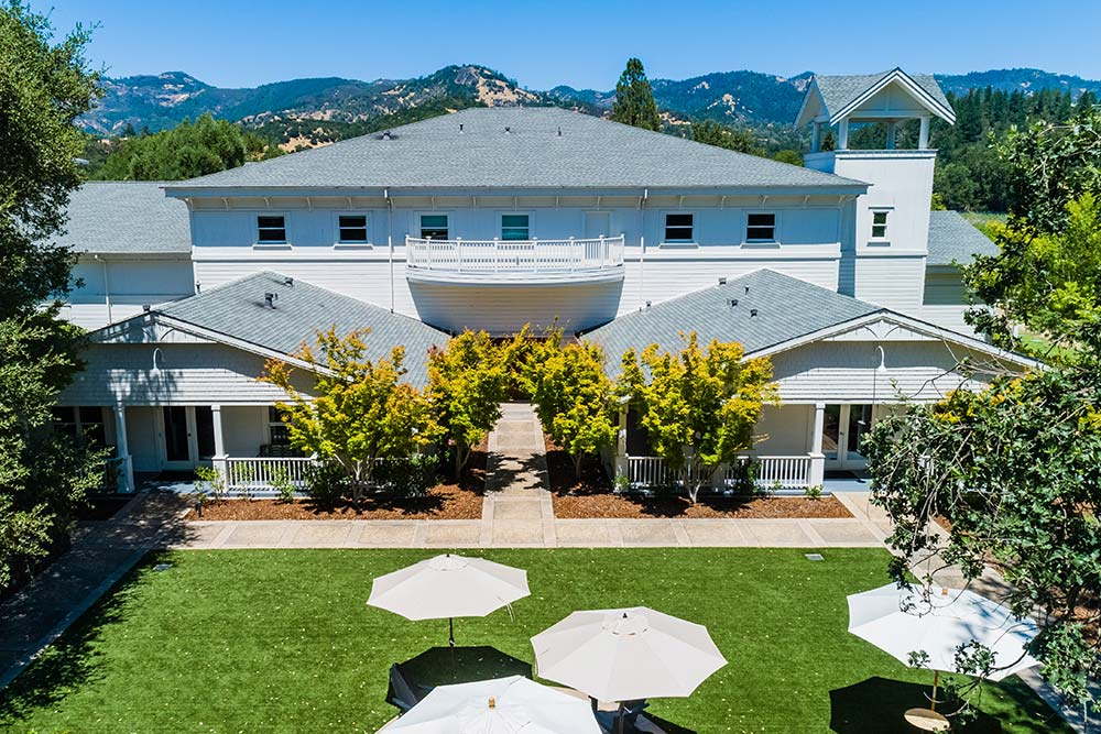 Calistoga tasting room and lawn