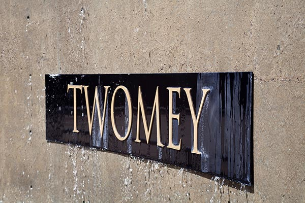 Twomey sign